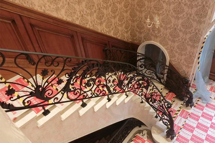 吉林市圣地亚歌别墅锻铁楼梯扶手